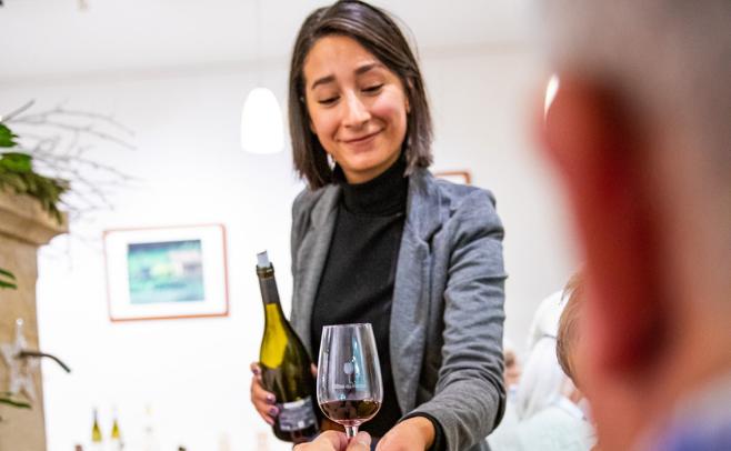 """""""Faire découvrir le vin autrement"""" – Parution Vaucluse Hebdo"""